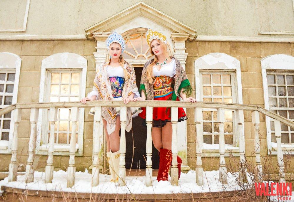 Русские красавицы в валенках в клипе VALENKI